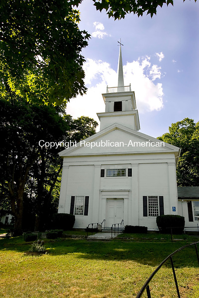 OXFORD, CT--03 JULY 2007--070307JS03-The United Church of Christ in Oxford. <br /> Jim Shannon/Republican-American