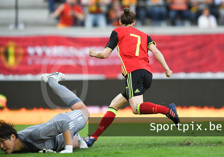20170613 - LEUVEN ,  BELGIUM : Belgian Elke Van Gorp pictured scoring the 1-1 equalizer during the friendly female soccer game between the Belgian Red Flames and JAPAN , a friendly game in the preparation for the European Championship in The Netherlands 2017  , Tuesday 13 th June 2017 at Stadion Den Dreef  in Leuven , Belgium. PHOTO SPORTPIX.BE | DAVID CATRY