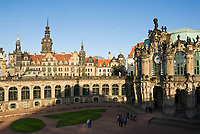 Deutschland, Freistaat Sachsen, Dresden: Zwinger, Glockenspielpavillon, barockes Bauwerk und Dresdner Residenzschloss | Germany, the Free State of Saxony, Dresden: Zwinger Palace, Glockenspiel Pavilion, baroque building, and Dresden Castle
