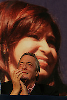 El Presidente Nestor Kirchner durnate el cierre de la campaña presidencial,de su esposa,  la candidata por el Frente por la Victoria , Cristina Fernandez de Kirchner,en el mercado central de Bs AS en la ciudad de la Matanza...Argentina President Nestor Kirchner during the closing campaign rally of her wife and presidential candidate Cristina Fernandez de Kirchner in La Matanza, a suburb of Buenos Aires.