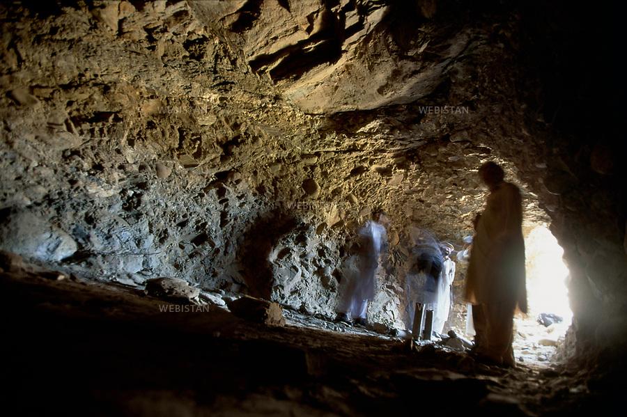 2004. Afghanistan. Montagnes de Tora Bora.Cette grotte jouxtait la derni&egrave;re demeure localisee de Ben Laden dans la montagne de Tora Bora.<br /> <br /> This cave in the Tora Bora Mountain is Bin Laden's last known house.