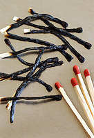 Fiammiferi bruciati. Burned matches..