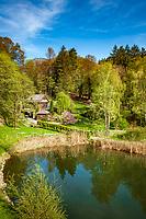 Oesterreich, Tirol Reith im Alpbachtal: Schlossteich der Burg Matzen| Austria, Tyrol, Reith im Alpbachtal: boutique hotel Matzen Castle - castle pond
