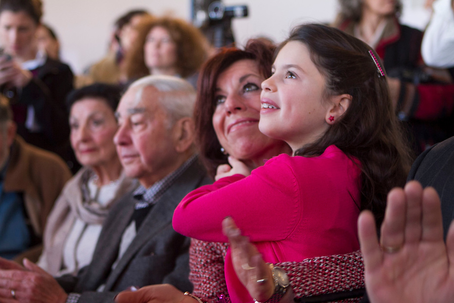Raimondo announces her run for Governor, as her sister, Marianne Raimondo, and her daughter, Ceci, listen.