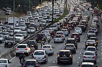 SAO PAULO, 08 DE AGOSTO DE 2012 - TRANSITO SP - Transito na Avenida 23 de Maio nos dois sentidos, altura do Paraiso, no fim da tarde desta quarta feira, regiao central da capital. FOTO: ALEXANDRE MOREIRA - BRAZIL PHOTO PRESS