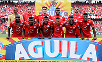 CALI - COLOMBIA, 12- 05-2019: Jugadores de América de Cali, posan para una foto, antes de partido entre América de Cali y Millonarios, de la fecha 1 de los cuadrangulares semifinales por la Liga Águila I 2019 jugado en el estadio Pascual Guerrero de la ciudad de Cali. / Players of America de Cali, pose for a photo, priora match between America de Cali and Millonarios, of the 1st date of the semifinals quarters for the Aguila Leguaje I 2019 at the Pascual Guerrero stadium in Cali city. Photo: VizzorImage / Nelson Ríos / Cont.