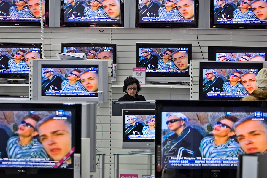 Moscow, Russia, 02/12/2006.&#xA;Customers inspect the hundreds of televisions on display on the first day of trading at the first Moscow branch of the German owned Media Markt electronics store. Media Markt is the largest consumer electronics retailer in Europe, and the store opened at 7.00 am to cope with anticipated demand.<br />