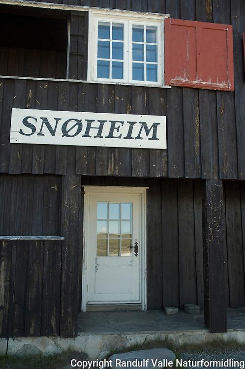 Turisthytta Snøheim i Dovrefjell ---- Tourist hut Snøheim in Dovrefjell