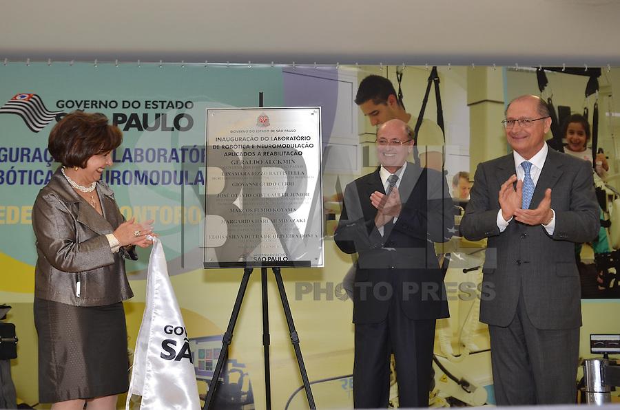SAO PAULO, 04 DE JUNHO DE 2013 - ALCKMIN ROBOTICA E NEUROMODULACAO - Da esquerda para a direita, a Secretaria dos Direitos da Pessoa com Deficiência, Linamara Rizzo Battistella, o secretário de Estado da Saúde Dr. Giovanni Guido Cerri e o Governador Geraldo Alckmin participam de solenidade de inauguraçãoo do Laboratório de Robótica e Neuromodulação, na Unidade Vila Mariana de Reabilitação Lucy Montoro, do Hospital das Clinicas, região sul da capital, na manhã desta terça feira, 04. (FOTO: ALEXANDRE MOREIRA / BRAZIL PHOTO PRESS)