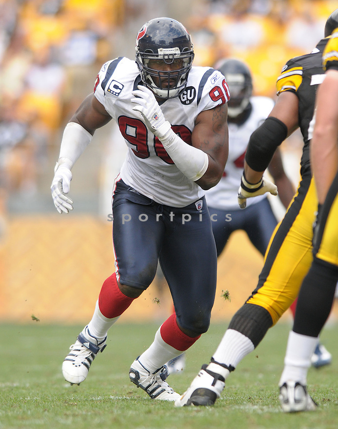 MARIO WILLIAMS, of the Houston Texans, in action during the Texans, game against the Pittsburgh Steelers  in Pittsburgh, Pennsylvania on September 7, 2008..The Pittsburgh Steelers won 38-17