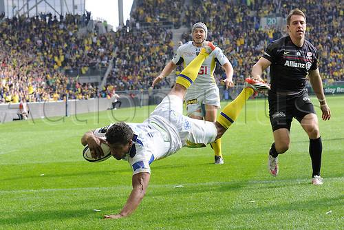 18.04.2015. Clermont-Ferrand, Auvergne, France. Champions Cup rugby semi-final between ASM Clermont and Saracens.   Wesley Fofana (asm)  dives over for the try