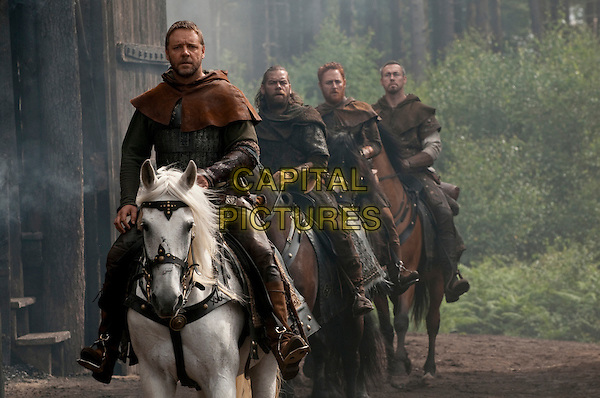 RUSSELL CROWE, ALAN DOYLE & SCOTT GRIMES.in Robin Hood (2010) .*Filmstill - Editorial Use Only*.CAP/FB.Supplied by Capital Pictures.