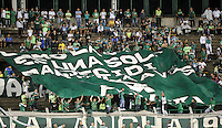 CALI - COLOMBIA -28-05-2016: Hinchas de Deportivo Cali, animan a su equipo, durante partido entre Deportivo Cali y Rionegro Aguilas, por la fecha 20 de la Liga Aguila I-2016, jugado en el estadio Deportivo Cali (Palmaseca)  de la ciudad de Cali.  / Fans of Deportivo Cali, cheer for their team, during a match between Deportivo Cali y Rionegro Aguilas, for the date 20 of the Liga Aguila I-2016 at the Deportivo Cali (Palmaseca) stadium in Cali city. Photo: VizzorImage  / Luis Ramirez / Staff.