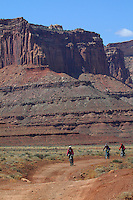 MOUNTAIN BIKERS MAKE THEIR ALONG THE WHITE RIM ROAD IN THE ISLANDS IN THE SKY DISTRICT IN CANYONLANDS NATIONAL PARK,UTAH