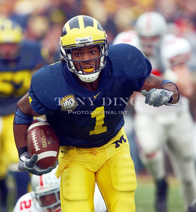 Michigan junior WR Braylon Edwards (1) rushes to a touchdown during the Wolverine's 35-21 upset of Ohio State on Saturday, November 22, 2003 in Ann Arbor, Mich. This was the 100th rivary match between UM and OSU. (TONY DING/The Michigan Daily)