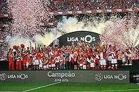LISBOA, PORTUGAL, 23.05.2015 - BENFICA-MARITIMO - Jogadores do Benfica recebendo a taça de campeão do campeonato Português, no Estádio da Luz, em Lisboa, Portugal. (Foto: Bruno de Carvalho - Brazil Photo Press)