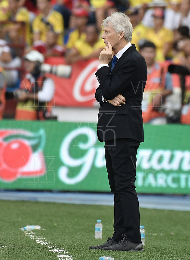BARRANQUILLA - COLOMBIA - 05-09-2017:  Jose Pekerman técnico de Colombia durante partido contra de Brasil de la fecha 16 por la clasificación a la Copa Mundial de la FIFA Rusia 2018 jugado en el estadio Metropolitano Roberto Melendez en Barranquilla. /  Jose Pekerman coach of Colombia during match against Brazil of the date 16 for the qualifier to FIFA World Cup Russia 2018 played at Metropolitan stadium Roberto Melendez in Barranquilla. Photo: VizzorImage/ Gabriel Aponte / Staff
