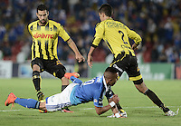 BOGOTÁ -COLOMBIA, 25-10-2014. Fernando Uribe (C) jugador de Millonarios disputa el balón con Jonathan Avila (Izq) y Felipe Aguilar (Der) jugador de Alianza Petrolera durante partido por la fecha 16 de la Liga Postobón II 2014 jugado en el estadio Nemesio Camacho el Campín de la ciudad de Bogotá./ Fernando Uribe (C) player of Millonarios stuggles for the ball with Jonathan Avila (L) and Felipe Aguilar (R) player of Alianza Petrolera during the match for the 16th date of the Postobon League II 2014 played at Nemesio Camacho El Campin stadium in Bogotá city. Photo: VizzorImage/ Gabriel Aponte / Staff