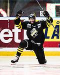 Stockholm 2015-01-04 Ishockey Hockeyallsvenskan AIK - Vita H&auml;sten :  <br /> AIK:s Yared Hagos firar sitt 2-2 m&aring;l under matchen mellan AIK och Vita H&auml;sten <br /> (Foto: Kenta J&ouml;nsson) Nyckelord:  AIK Gnaget Hockeyallsvenskan Allsvenskan Hovet Johanneshov Isstadion Vita H&auml;sten jubel gl&auml;dje lycka glad happy