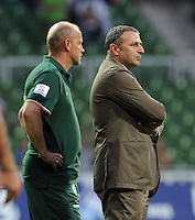 FUSSBALL   1. BUNDESLIGA   SAISON 2011/2012   TESTSPIEL SV Werder Bremen - FC Everton                 02.08.2011 Trainer Thomas SCHAAF (li) und Manager Klaus ALLOFS (re, beide Werder Bremen)