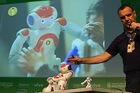 São Paulo, SP, 06.02.2015 - CAMPUS PARTY - Humanoide NAO é apresentado pela empresa Somai tecnologia na oitava edição da Campus Party na tarde desta sexta-feira, (6). (Foto: Renato Mendes / Brazil Photo Press)