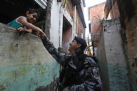 Rio de Janeiro,28 de Junho de 2012- Policiais  do batal&atilde;o  de Opera&ccedil;&otilde;es Especiais (BOPE) realizam a  substitui&ccedil;&atilde;o do Ex&eacute;rcito na  comunidade  da  Vila Cruzeiro, Penha zona  norte RJ.<br /> Guto Maia Brazil Photo Press