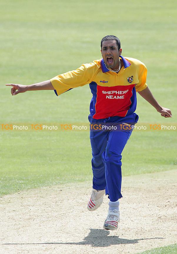 Ravinder Bopara (Essex CCC) - Essex Eagles vs Sri Lanka - Tourist Match at Ford County Ground, Chelmsford - 09/06/06 - (Gavin Ellis 2006)