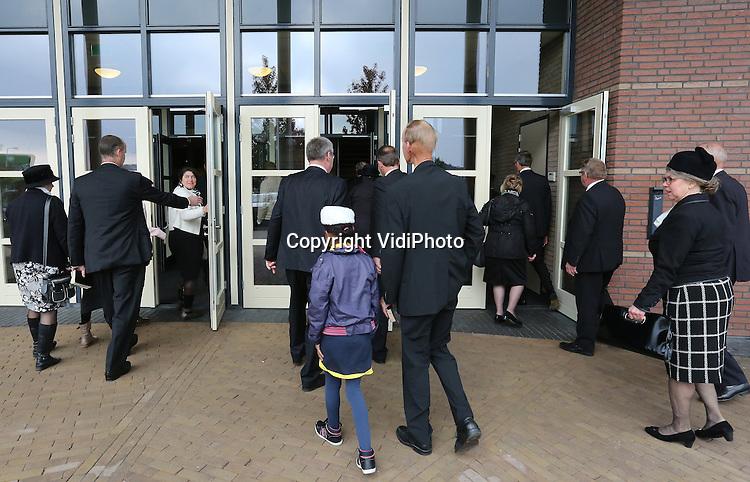 Foto: VidiPhoto<br /> <br /> BARNEVELD - Bezoekers van de toogdag van de GBS in De Hoeksteen van de Gereformeerde Gemeente in Nederland. Het was dit jaar de 50e keer dat de toogdag werd gehouden.