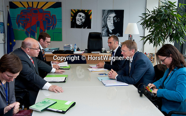 Brussels - Belgium, June 07, 2012 -- Janez POTOCNIK (Poto?nik) (ri), European Commissioner in charge of Environment, receives Peter ALTMAIER (le), Federal Minister for the Environment, Nature Conservation and Nuclear Safety of Germany -- Photo: © Horst Wagner;  +32 486 966 116; horst.wagner@skynet.be
