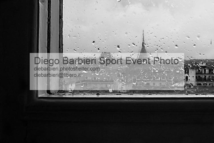 Luglio 2014, Torino - Pioggia Le foto degli album B&W sono disponibili come stampe. Per preventivi mail a diebarbieri@libero.it