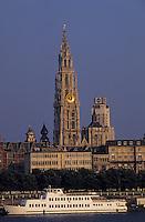 Europe/Belgique/Flandre/Province d'Anvers/Anvers : La cathédrale (1352-1584) et le port