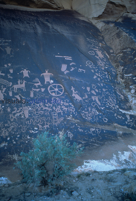 Anasazi petroglyphs at Newspaper Rocks, Utah, USA.