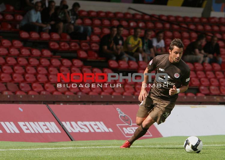 2.FBL FC St.Pauli vs. 1.FBL VfB Stuttgart 2:5 Testspiel 2008/2009  <br /> <br /> Alexander Ludwig (Nr.18) mit Ball.<br /> <br /> <br /> <br /> Foto &copy; nph (nordphoto)<br /> <br /> *** Local Caption ***
