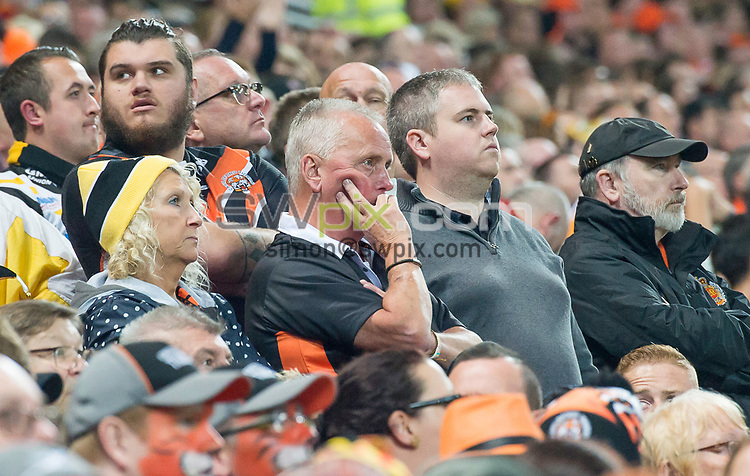 Picture by Allan McKenzie/SWpix.com - 07/10/2017 - Rugby League - Betfred Super League Grand Final - Castleford Tigers v Leeds Rhinos - Old Trafford, Manchester, England - The brief, dejection from Castleford fans.