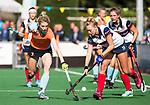 HUIZEN  -   Willemijn Bos (Gro) met Vera van Schagen (HUI) , hoofdklasse competitiewedstrijd hockey dames, Huizen-Groningen (1-1)   COPYRIGHT  KOEN SUYK