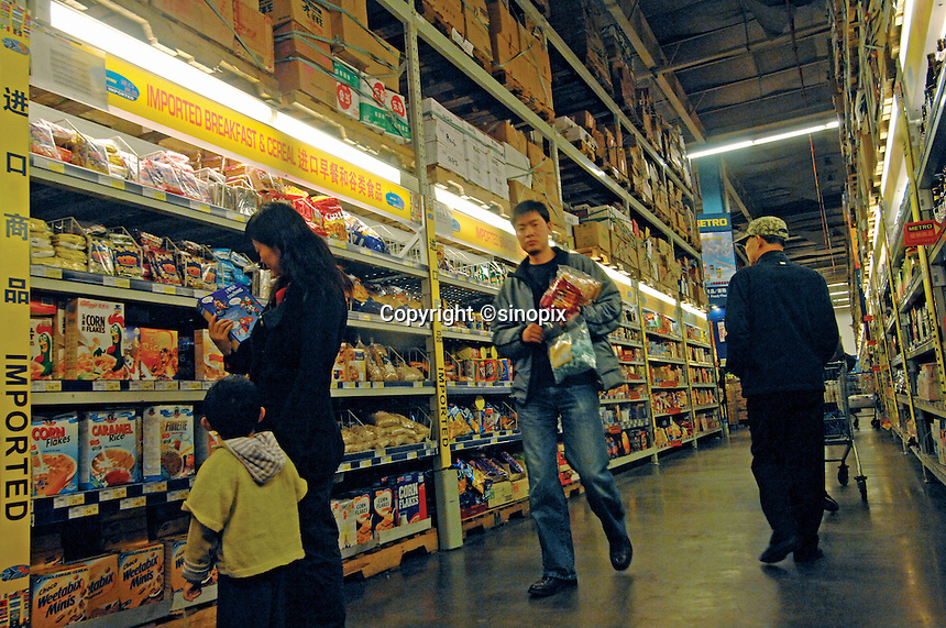 Chinese consumers buy imported food at a new metro supermarket in Kunming city, China. The 8,000 square meter super-store is attracting more and more customers who are buying imported food in bulk as their tastes are quickly changing and becoming more sophisticated.  As the chinese grow richer they<br />