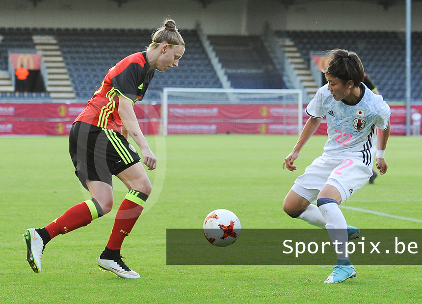 20170613 - LEUVEN ,  BELGIUM : Belgian Yana Daniels (L) and Japanese Ami Sugita (R) pictured during the female soccer game between the Belgian Red Flames and Japan , a friendly game before the European Championship in The Netherlands 2017  , Tuesday 13 th Juin 2017 at Stadion Den Dreef  in Leuven , Belgium. PHOTO SPORTPIX.BE | DIRK VUYLSTEKE