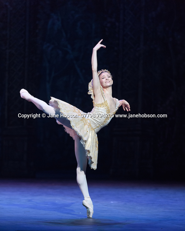 London, UK. 13.12.2016. English National Ballet presents NUTCRACKER, at the London Coliseum. Choreography by Wayne Eagling, based on a concept by Toer van Schayk and Wayne Eagling, music by Pyotr Ilyich Tchaikovsky, design by Peter Farmer, lighting by David Richardson. Picture shows: Alina Cojocaru (Clara/ Sugar Plum Fairy). Photograph © Jane Hobson.,