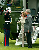 United States President George W. Bush and first lady Laura Bush return to the White House in Washington, DC after a long week-end at Camp David on June 11, 2006.  <br /> Credit: Ron Sachs / CNP