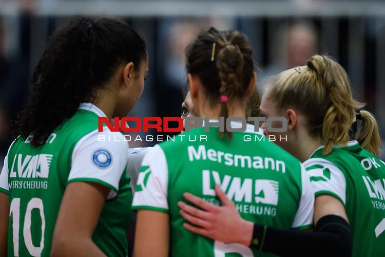 24.11.2018, Halle Berg Fidel, Muenster<br />Volleyball, DVV-Pokal Frauen, Viertelfinale, USC MŸnster / Muenster vs. SSC Palmberg Schwerin<br /><br />Kazmiere Telonna Brown (#10 Muenster), Mareike Hindriksen (#2 Muenster), Teresa Mersmann (#6 Muenster), Linda Bock (#12 Muenster)<br /><br />  Foto © nordphoto / Kurth
