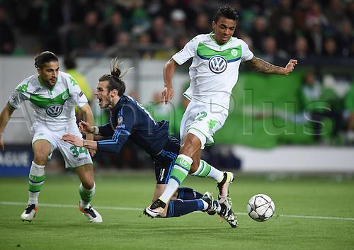 06.04.2016. Wolfsburg, Geramny. UEFA Champions League quarterfinal. VfL Wolfsburg versus Real Madrid.  Ricardo RODRIGUEZ and Luiz GUSTAVO (VfL) block off Gareth BALE (Real)