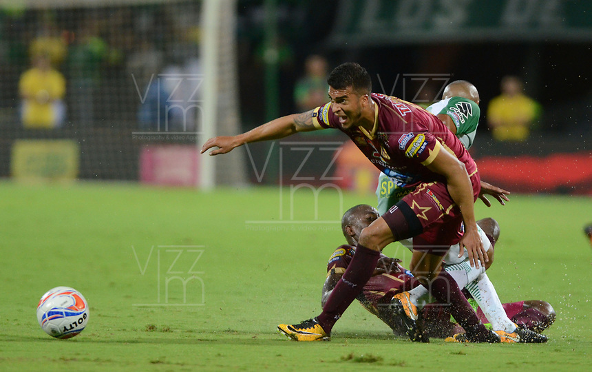 MEDELLIN- COLOMBIA - 2 - 12 - 2017: Acción de juego entreel Atlético Nacional   y el Deportes Tolima, durante partido de vuelta de los cuartos de final entre Atlético Nacional  y Deportes Tolima, de la Liga Aguila II 2017 en el estadio Atanasio Girardot de la ciudad de Medellín. / Action game between Atletico Nacional and  Deportes Tolima, during a match between Atletico Nacional and Deportes Tolima, of the quarter of finals for the Liga Aguila II 2017 at the Atanasio Girardot Stadium in Medellin city. Photo: VizzorImage  / León Monsalve / Contribuidor