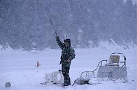 Amérique/Amérique du Nord/Canada/Quebec/Rivière-Eternité : Pêche blanche sur le Fjord du Saguenay