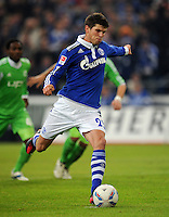 FUSSBALL   1. BUNDESLIGA   SAISON 2011/2012   22. SPIELTAG FC Schalke 04 - VfL Wolfsburg         19.02.2012 Klaas Jan Huntelaar (FC Schalke 04) Einzelaktion am Ball