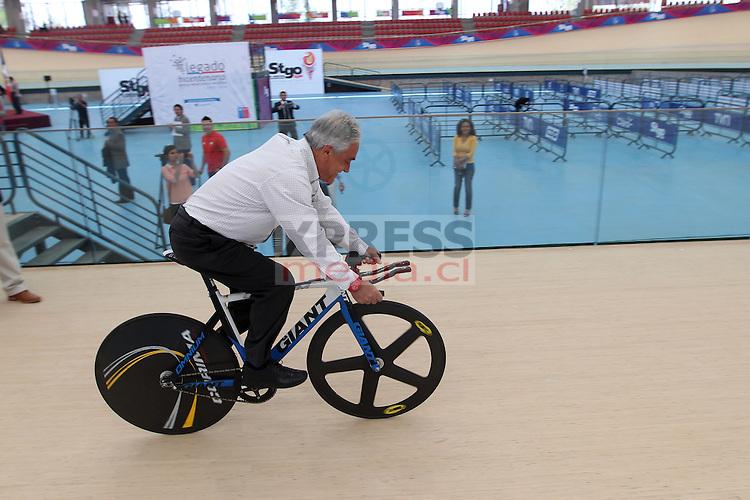 Santiago-Chile. El Presidente Sebastián Piñera dio por inaugurado el velódromo del parque de peñalolen sede del ciclismo pista de los Juegos Suramericanos Santiago 2014. <br /> <br /> Fotografía: Ernesto Zelada - Xpress Media