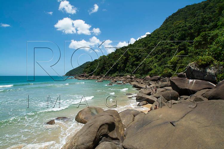 Rochas na Praia do Sono, Paraty - RJ, 01/2016.