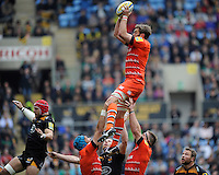 Geoff Parling of Leicester Tigers secures the lineout ball