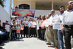Palestinians take part in a protest to solidarity with the prisoners in Israeli jails, in front of Red cross office, in the West Bank city of Hebron, on May 30, 2016. Photo by Wisam Hashlamoun