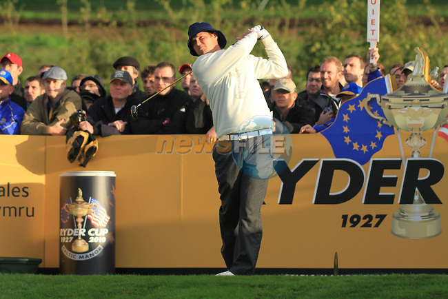 2010 Ryder Cup at the Celtic Manor twenty ten course, Newport Wales, 1/10/2010 on day one of play After play restarted at 5 pm..Jeff Overton teeing off on the 7th..Picture Fran Caffrey/www.golffile.ie.