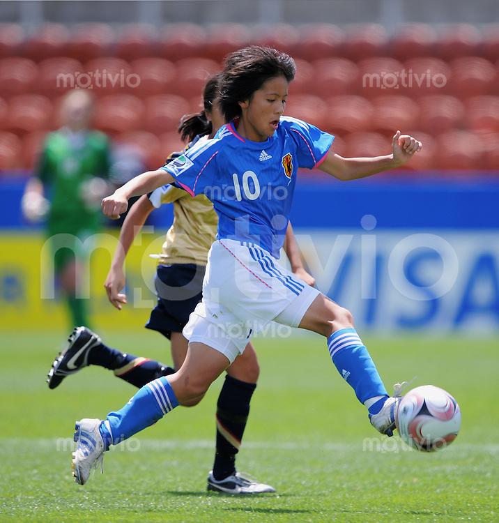 Fussball Frauen FIFA U 17  Weltmeisterschaft 2008     30.10.2008 Japan - USA Mana Iwabuchi (JPN) am Ball